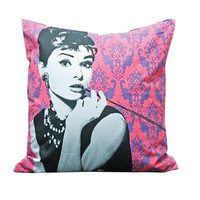 Audrey Hepburn Pillow - Breakfast at tiffany's | hudiefly