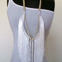 Fringe necklace with pearl white leather and white yarn