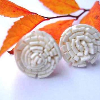White flower stud earrings polymer clay by bloomyjewelry on Etsy