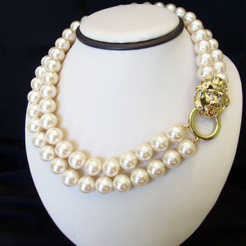 Kenneth J Lane KJL for Avon Glass Pearl Rhinestone Lion Necklace Gold Plate