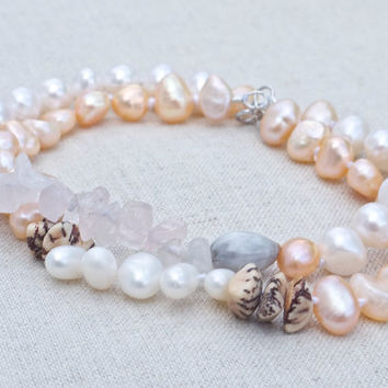 Pearl layering bracelet set Baroque pearl White pink grey beige Wood Rose quartz Pretty feminine boho beach bracelet Beach wedding Bridal