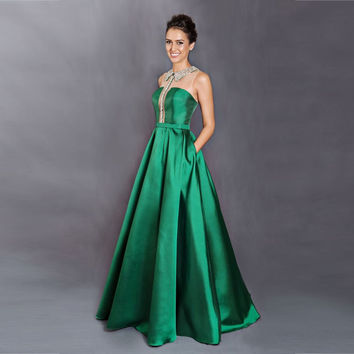 Vintage Lady Emerald Green Evening Dresses With Pocket 2016 Fashion Long Taffeta Evening Gowns Special Neckline Beading E050