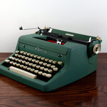 Royal Quiet De Luxe Manual Typewriter - Reconditioned and Working - Forest Green Quiet De Luxe Typewriter - Excellent Condition