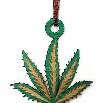 Pot Leaf Laser Engraved Green Painted Wooden Rear View Mirror Charm Dangler Ornament Gift Seasonal Decoration