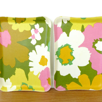 Vintage coated fabric flower power snack trays
