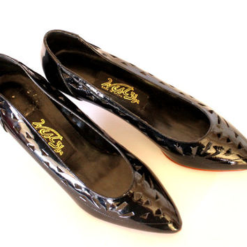 Vintage black patent leather shoes. 80s cut out pumps by West 31st. Size 8 1/2. Kitten heel. Made in Brazil. Valentines date