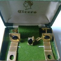 Gold Tone Mesh Tie Tac Lapel Pin Attached Chain Wrap Around Cufflinks Set With Black Onyx Cabochon Cuff Links Men's Accessories & Cicero Box