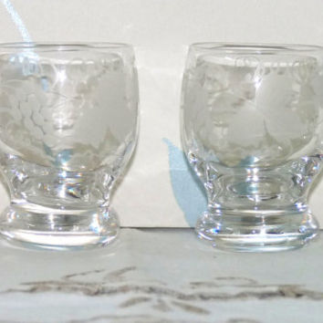 Grapes and Vines Engraved Shot or Shooter Glasses x 2, Saloon Glasses, Barrel Shape, Clear Glass, Snifter, Liqueur, Barware, Glassware