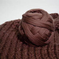 23 microns Super Bulky yarn 100% Wool. Great for chunky knits, Arm Knitting, Chunky Crochet, Roving, Weaving. 42 colors available