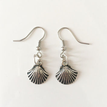 Sea shell dangle earrings