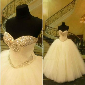 2016 Ballgown Wedding Dresses Sweetheart Tulle Bridal Gowns with Crystals and Beads