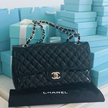 AUTHENTIC*limitedEdition CHANEL Classic Medium Flap Bag In Black Patent leather