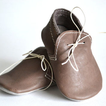 Handmade soft sole leather baby shoes / Baby boy moccasins / Dusty brown baby shoes.