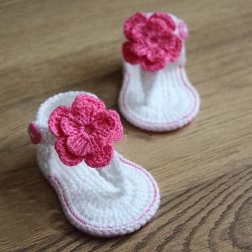 Crochet baby sandals gladiator sandals booties shoes white pink fuschia gift flower Christening gift