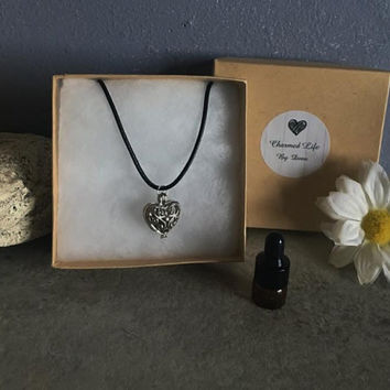 Heart Openwork Aromatherapy Necklace Essential Oil Jewelry + FREE Oil