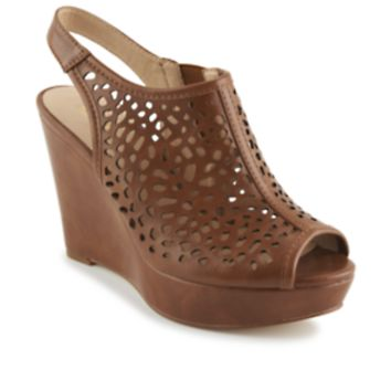 Limelight Arabella Women's ShoeDesigned with chic cutouts and a sassy slingback, the Arabella women's shoe from Limelight strikes a super-stylish silhouette. Pair it with ankle-cut jeggings for a fierce weekend ensemble.