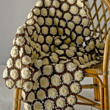 Vintage crocheted daisy afghan handmade throw