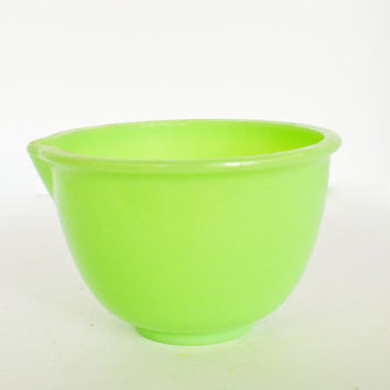 Jadeite Mixmaster Mixing Bowl, Green Glass Midcentury Small Bowl, Vintage Jadite 6 1 / 2  inch Bowl with Lip, Frosting Bowl