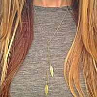 Gold Leaf Pattern Pendant Necklace