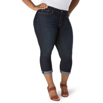 Signature by Levi Strauss & Co. Women's Plus Modern Capri Jeans - Walmart.com