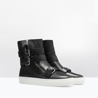 Soft leather zipped bootie