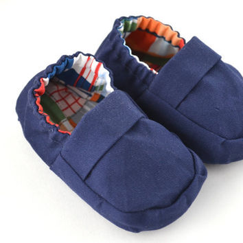 Preppy Baby Shoes Madras Plaid Baby Loafers Navy Blue with Madras Plaid Lining, Baby Boat Shoes, Baby Moccasins