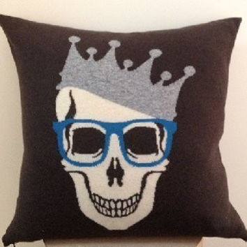 Skull Crown Cashmere Throw Pillow