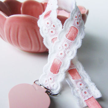 Pacifier clip/ holder - English Embroidery  and pink - Baby acessories - Binky Clips – Baby Girl - Universal - Paci Clip - Baby Shower Gift
