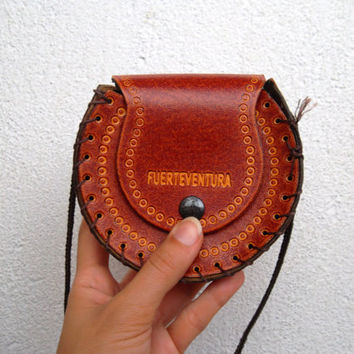 70s Whiskey Brown Tooled Leather Small Purse, Fuerteventura Carved Leather Bag, Round Money Purse, Engraved Leather Bohemian Hippie Pouch