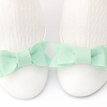 Pale Aqua Felt Shoe Bow Clips. Modern Trendy Anime Cosplay style. Set of Two. Turquoise Mint Green Shade