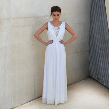 Romantic wedding dress V neck with embroidery pattern