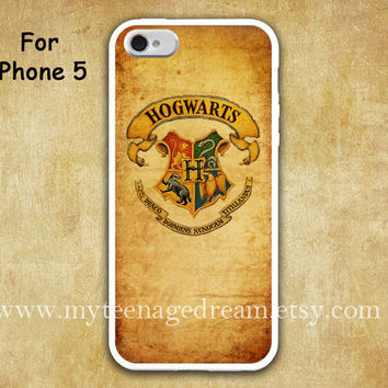 iPhone 5 Case, harry potter iphone 5 case, hogwarts graphic iphone 5 case, white iphone case