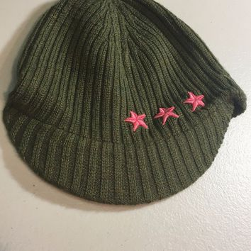 BRAND NEW NEW ERA GREEN WITH PINK STARS WOMEN'S KNIT HAT WITH BRIM SHIPPING