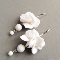 Wedding jewelry for brides, earring for bridesmaids, white wedding jewellery, dangle earrings, round earrings, round shaped dangle earrings