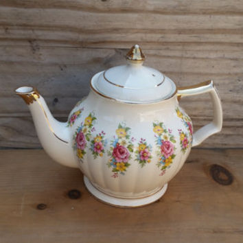 Sadler England Teapot White Floral/ Rose Bouquets Ribbed With Gold Trim Pattern 3439