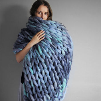Large blanket in color mix. Grande punto. Chunky knit blanket. Cozy blanket. Big yarn blanket. Merino wool 19 microns