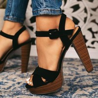 New style of women's sandals is a line waterproof platform with a thick, ultra high heel club shoes