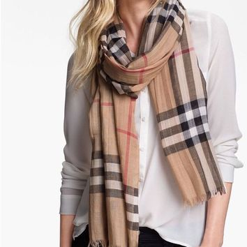 VONE05 Burberry Natural Weight Check Wool And Silk Scarf Camel