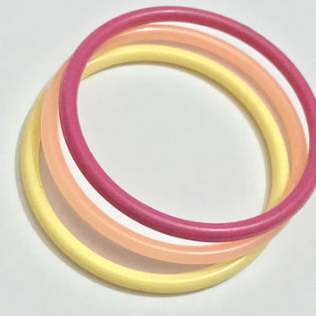 90s Cute Fun Plastic Bangles / Multicolored Stacked Bangle Bracelets / Rainbow Bangle Bracelets / Round Plastic Pastel Red Orange Yellow