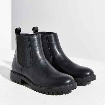 Simple Chelsea Boot
