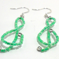 Green Treble Clef Earrings , Musical Earrings , Beaded Earrings , Seed Bead Earrings , Fashion Jewelry , Jewelry Gift , Dangle Earrings