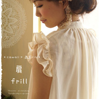 7 / 30 Just 20 from left * cawaii × Mori girl * shoulder frill. フェミニンチュニック blouse. The gentle veil of milk color soft like wrapped. Overlap and sleeve ruffles were at Angel's wings. ()