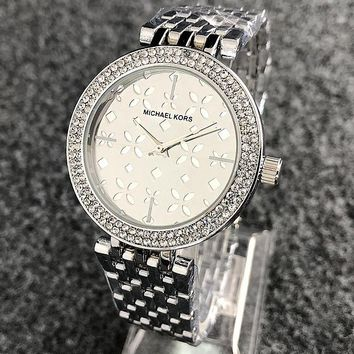 MK Michael Kors Fashionable Ladies Chic Diamond Business Movement Watch Wristwatch Silvery