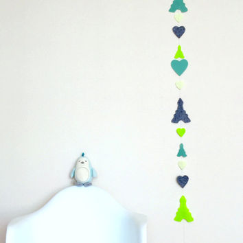 Eiffel in Love Felt Garland, Eiffel Tower and heart Garland, Nursery Decor Garland, French Style, 6ft (180 cm)