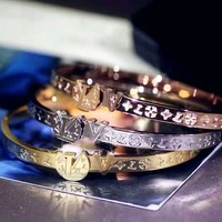 LV Louis Vuitton Fashionable Ladies Delicate Monogram Stainless Steel Bracelet Accessories Jewelry