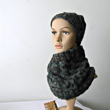 Chunky cowl scarf and beanie set, knit circle scarf, knitted beanie, handknitted neckwarmer plus hat, tweed yarn by cosediisa