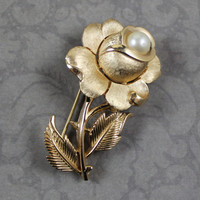 Vintage 1960s Trifari Brushed Gold Pearl Flower Brooch