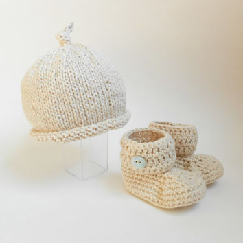 CUSTOM Newborn Hat Bootie Set Organic Baby Top Knot Roll Brim Knit Beanie Crochet Ankle Booties Crib Shoes Boy or Girl Choose Your Color