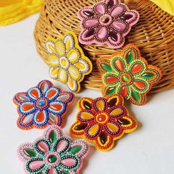 Beaded Flower Brooch Colorful Pin Glass Brooch Cabochon Beadwork Pink Green Orange Blue Yellow White Purple Bead embroidery Boho Spring