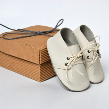 Handmade soft sole leather unisex baby shoes / Baby boy girl oxford shoes / Beige ivory baby shoes / Baby crib shoes / Baby gift